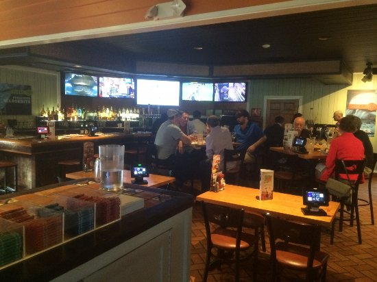 Canton, MI: Bar area