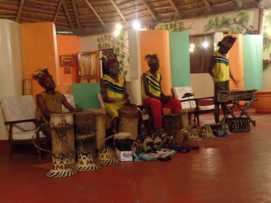 Nsya Lodge & Camp : Music and dance in restaurant
