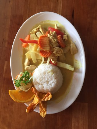 Kittery, ME: Yellow Curry Chicken $8