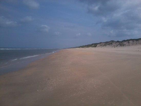 Heemskerk, Nederland: Mooi schoon breed strand.Richting Castricum&Egmond aan Zee.