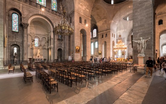 the impressive interior of saint front cathedral in p rigueux picture of cathedrale st front. Black Bedroom Furniture Sets. Home Design Ideas