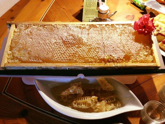 Landhaus Kossel : Whole honeycomb at breakfast.