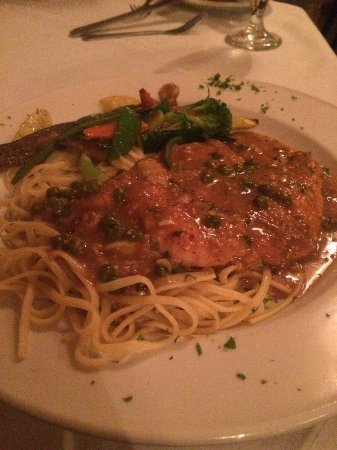 Sparks, NV: Salmon on pasta bed.