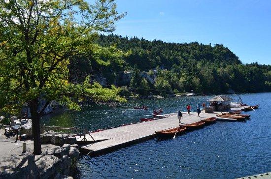 Mohonk Mountain House: Dock on lake