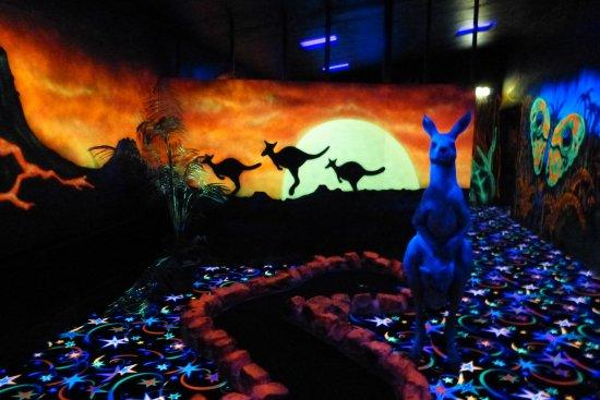 Een Impressie Van Het Glow In The Dark Midgetgolf Foto Van