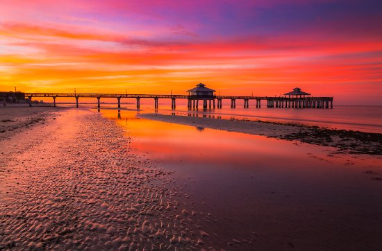 Fort Myers Beach, FL: Sunset at the Pier