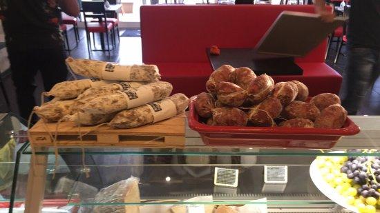 Allauch, França: Ravioli Chevre menthe , escalope milanaise ,ravioli Chevre miel , entrecôte , antipasti , coin f