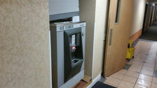 Travelodge Colorado Springs : Single site ICE machine...