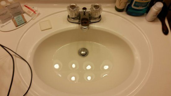 Travelodge Colorado Springs : Sink & Shower drain issues