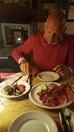Sarnano, Italia: 20160919_202629_large.jpg