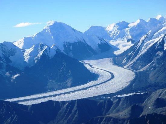 Kantishna Air Taxi: Glacier w/medial moraine