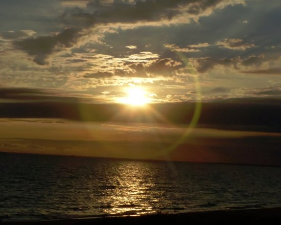 BEST WESTERN PLUS Holiday Sands Inn & Suites: Sunrise over the Chesapeake Bay