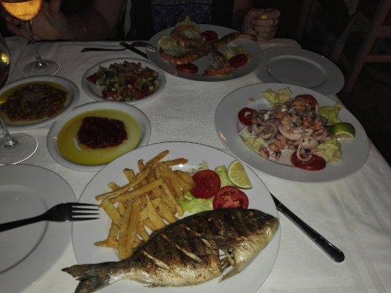 Le Lido : Было очень вкусно, все понравилось! Единственное, весь ужин рядом крутились коты, и то и дело но