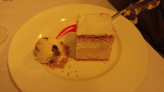 Vila Bled: Bled cream cake, almond crumble and ice cream