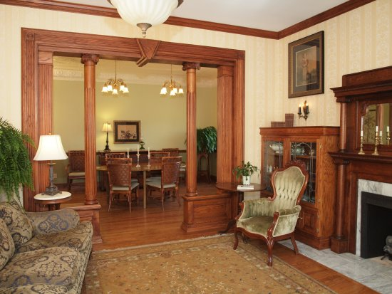 The Inn at Rose Hall Bed and Breakfast: Welcome!  Join us in the Parlor for your morning coffee if you would like.