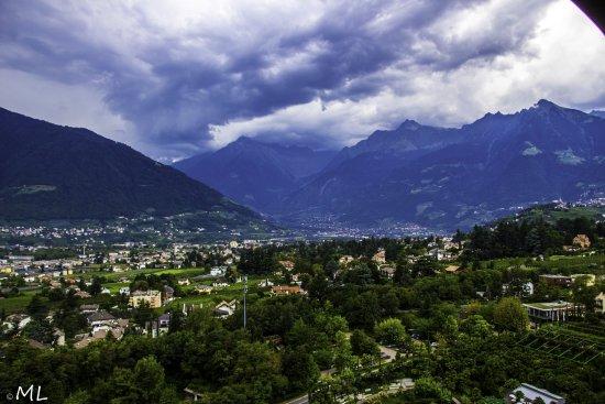 Nubi minacciose discendono dalla Val Venosta...