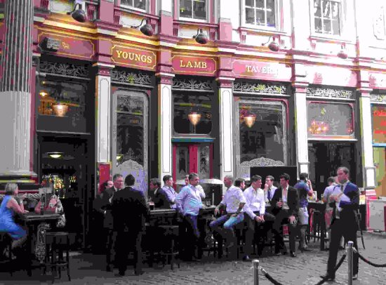 The Lamb Tavern: City workers gathering.