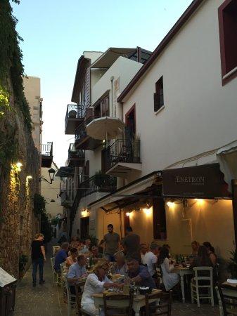Veneto Suites: strada nei dintorni dell'hotel, tipica di Rethymno
