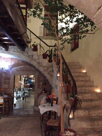 Veneto Suites: scala che porta all'hotel dal ristorante