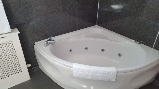 Kirkpatrick Fleming, UK: Jacuzzi bath for 2