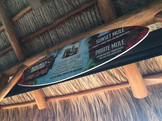 Nokomis, Флорида: Bar Sign at NoKoMo's Sunset Hut