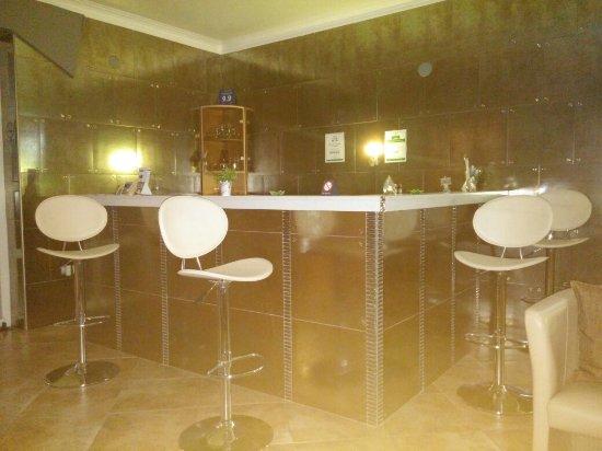 Kyknos De Luxe Suites Hotel