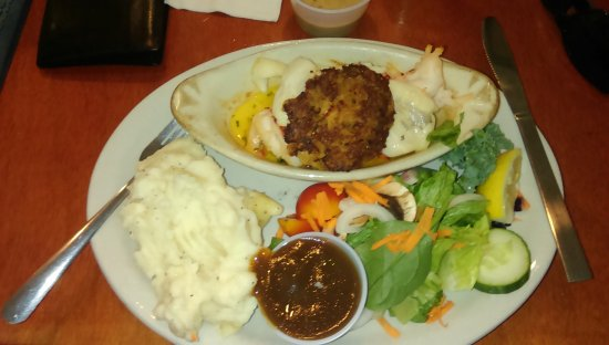 Wiscasset, Μέιν: Sea food Trio - Haddock, Lobster & Crab Cake