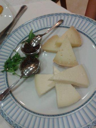 Hotel Semifonte: Pecorino Toscano con salse tipiche
