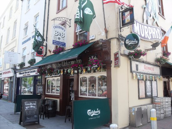 Creedon's Bed & Breakfast: Creedons and the oldest pub in Cork