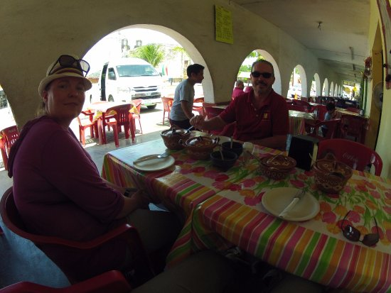 Ecab Explorer : Tacos after Chichen Itza with Eric and my Wife