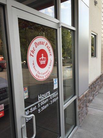 Oak Ridge, TN: Your entrance to donut satisfaction.