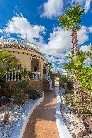 Region of Murcia, Spanyol: Pathway into the villa