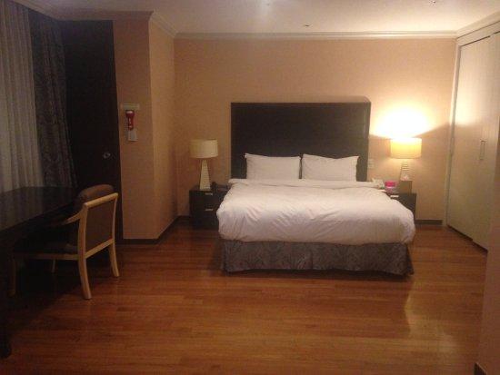 ramada hotel and suites seoul namdaemun habitacin con escritorio