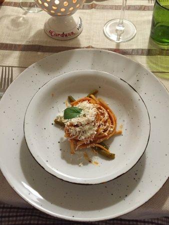 Locorotondo, Italia: Laganari freschi Senatore Cappelli con fagiolini, pomodoro fresco, cacio ricotta e basilico