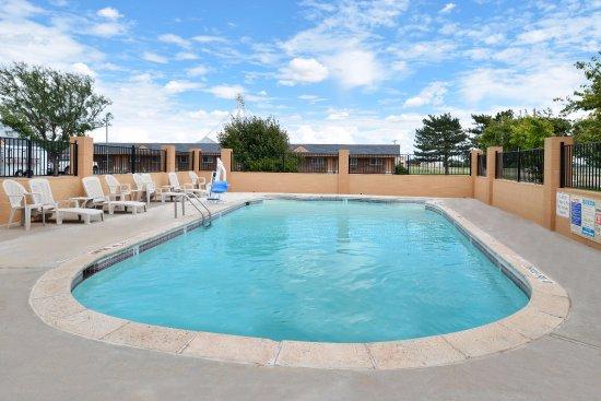 Vega, TX: Pool