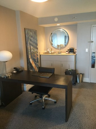 Hilton Chicago/Magnificent Mile Suites Photo