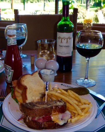 Brainerd, MN: Half Mulligan, half Reuben, fries, house wine