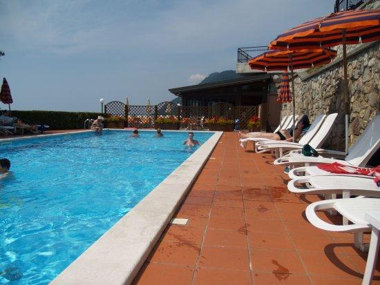 Gardola, Italien: Pool area