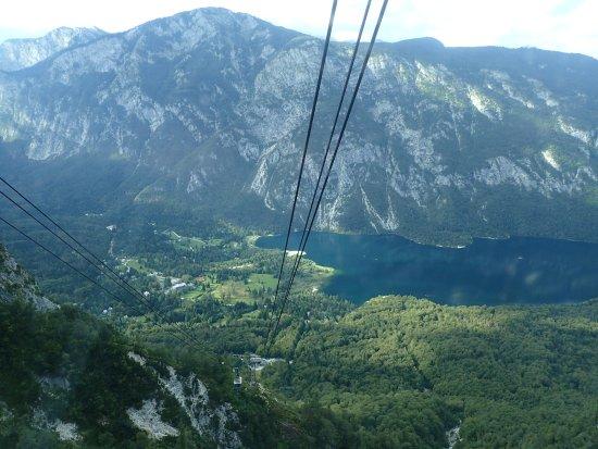 Bohinjsko Jezero, Eslovênia: Lake Bohinj as seen from the Vogel Ski Center cable car