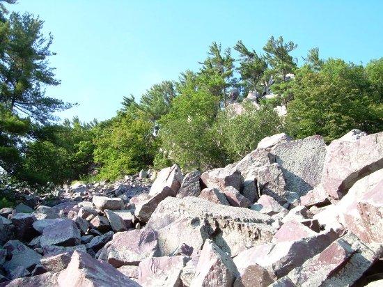 Baraboo, WI: Hike up to balanced rock