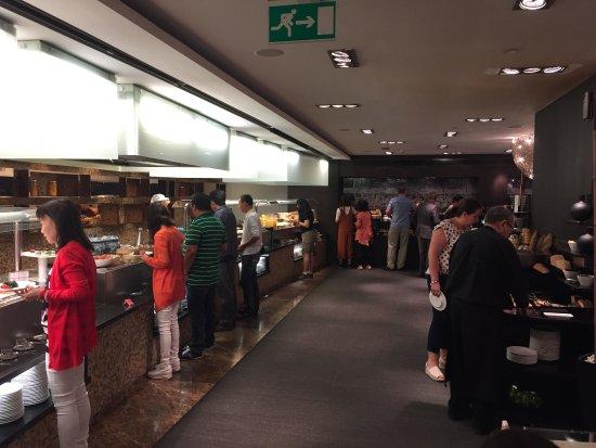 Melia Barcelona Sarria: Extensive breakfast options available here