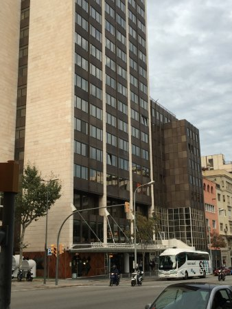 Melia Barcelona Sarria: View of hotel from the street