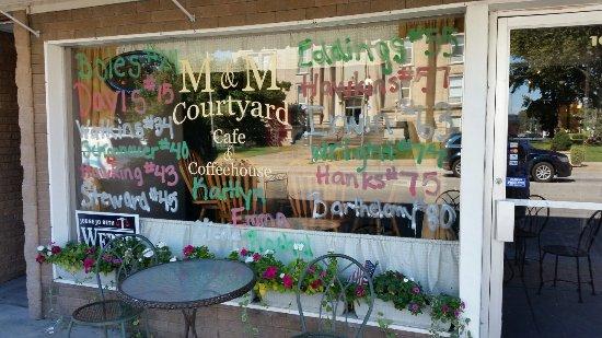 Salem, IL: M & M Courtyard Cafe & Coffeehouse