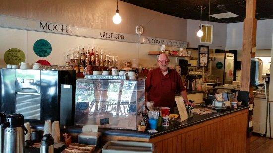 เซเลม, อิลลินอยส์: M & M Courtyard Cafe & Coffeehouse
