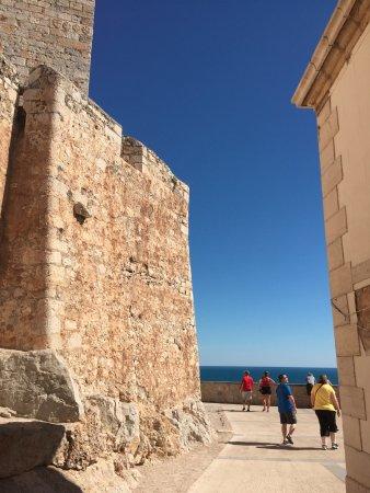 Castillo templario pontificio: Ancient wall of the castle