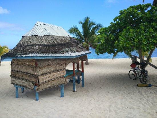 Falealupo Beach Fales : The beach fale.
