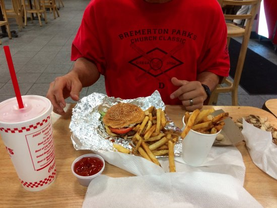 Brooksville, Флорида: One order of fries will feed three people.