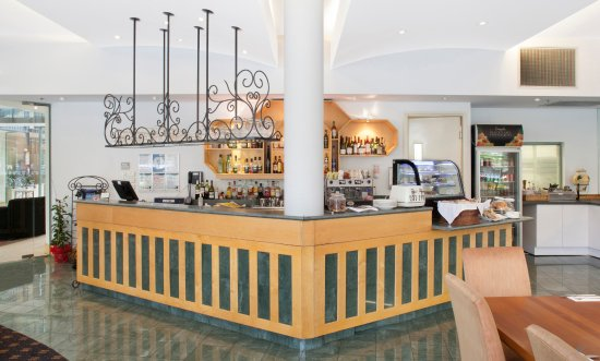 Melbourne Metropole Central: The bar is open for happy hour