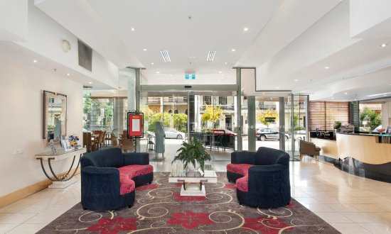 Melbourne Metropole Central: The hotel is situated on the iconic tram line for easy transport around Melbourne