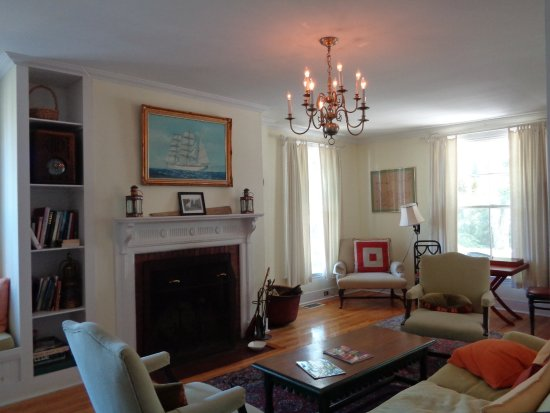 The Castine Inn: Living room